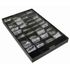 Sierletters en nummers, gesorteerd in een box